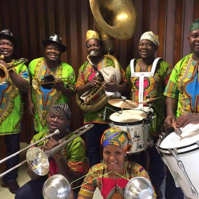 La fanfare Eyonlé en concert au restaurant les Copains d'Abord à Salbris 41