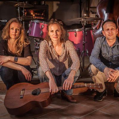 Julianne Joe en concert à Salbris 41 restaurant Les Copains d'Abord